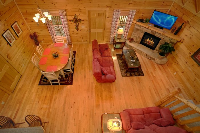 Luxury Cabin with Living Room & Fireplace - Lucky Logs Lodge
