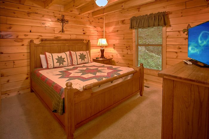 3 Bedroom Cabin with 3 King Beds - Lucky Logs Lodge