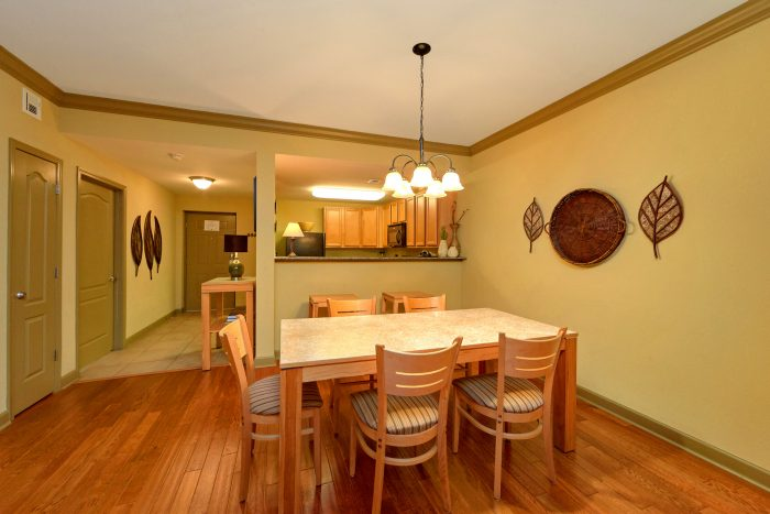 Pigeon Forge Condo with Dining Room - Mountain View 2704