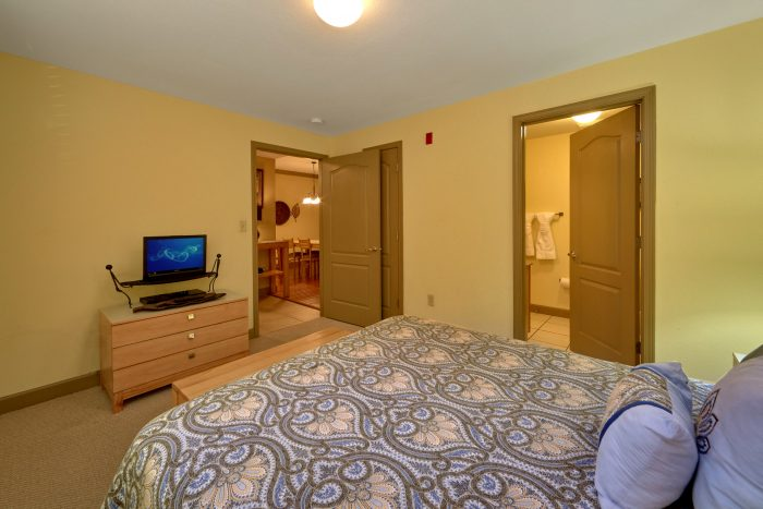 Pigeon Forge Condo with Queen Bedroom - Mountain View 2704