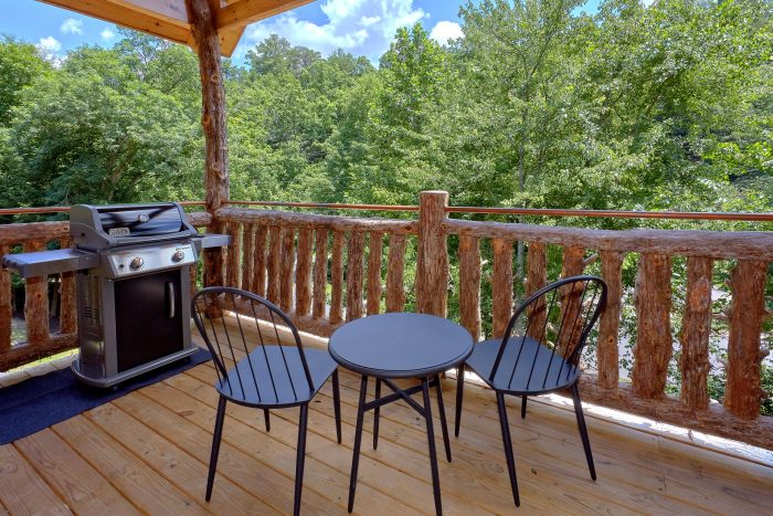 1 Bedroom cabin with Hot Tub and Gas Grill - Out On A Limb