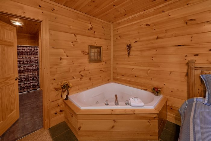 2 Bedroom Cabin with private jacuzzi tub - Radiant Ridge