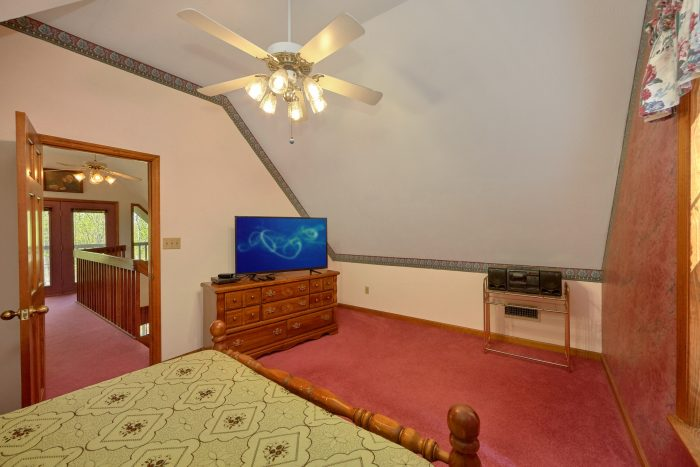 2 Bedroom Cabin with Queen Bed and HDTV - Rays Inn