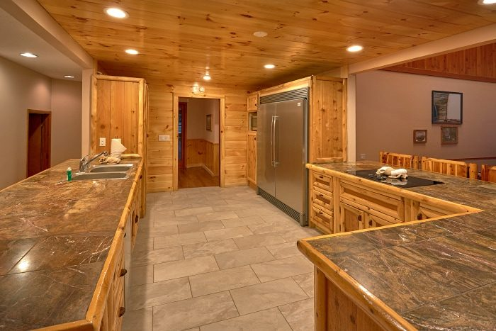 6 Bedroom Cabin Sleeps 20 with Extra Seating - River Adventure Lodge