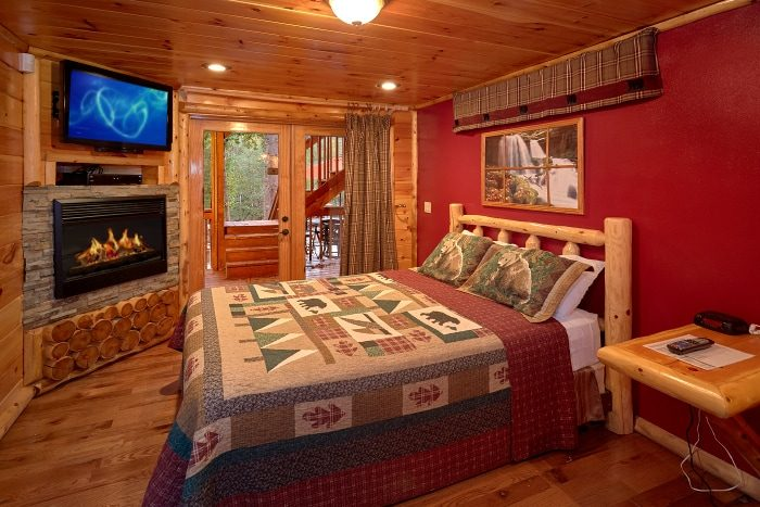6 Bedroom Cabin with 2 Main Floor Master - River Adventure Lodge