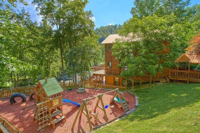 6 Bedroom Cabin Sleeps 20 with Outdoor Games - River Adventure Lodge