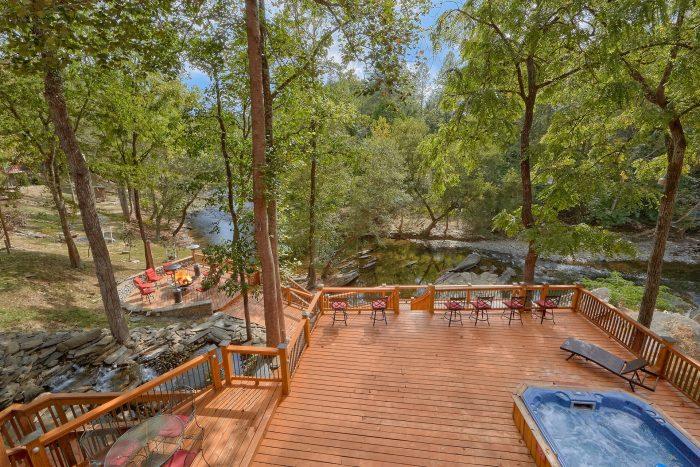 Outdoor Pool 6 Bedroom Cabin Sleeps 20 - River Adventure Lodge