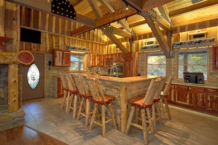 6 Bedroom Cabin on the River with King Suite - River Mist Lodge