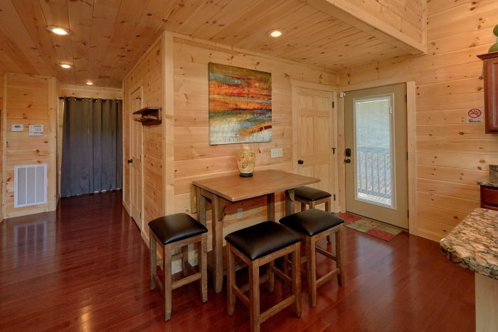 2 Bedroom Cabin Open Kitchen and Living Room - Scenic Mountain Pool