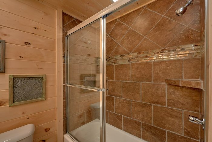Large Walk in Showers with Two Shower Heads - Scenic Mountain Pool