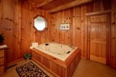 Cabin with Master Suite & Indoor Jacuzzi Tub