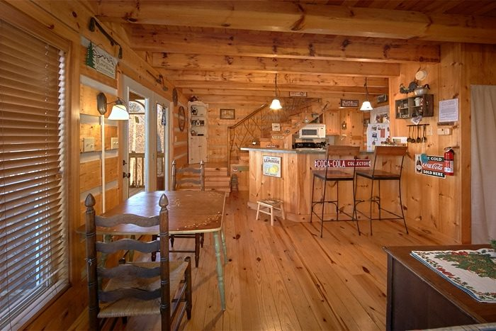 One Bedroom Cabin with Full Kitchen - Sky High Hobby Cabin