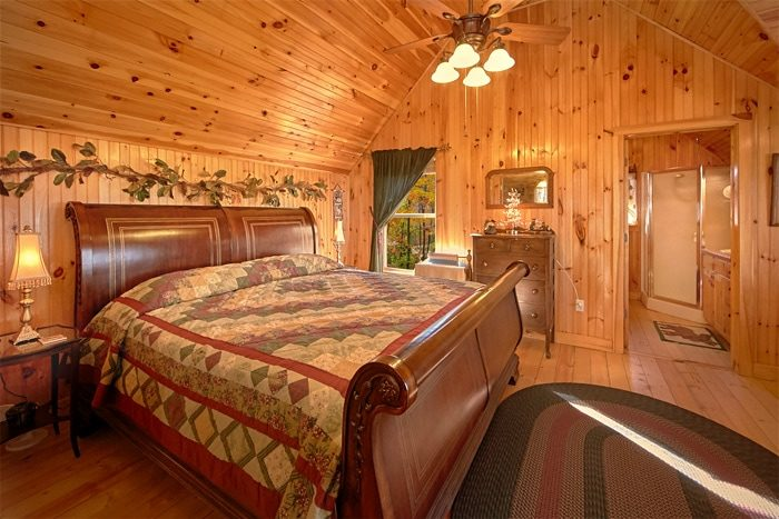 Honeymoon Cabin with King Master Suite - Sky High Hobby Cabin