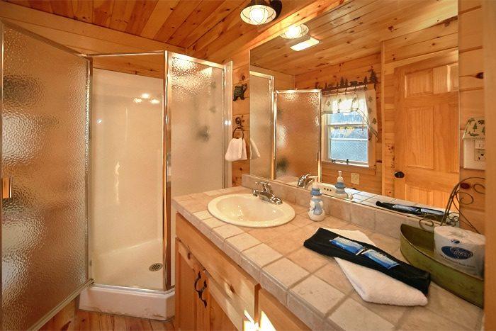 Luxury Honeymoon Cabin with 2 full Baths - Sky High Hobby Cabin