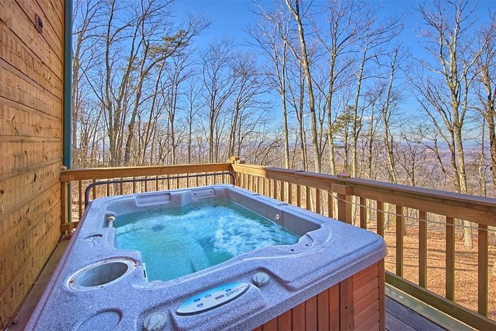 Luxury Honeymoon Cabin with Private Hot Tub - Sky High Hobby Cabin