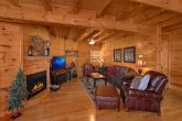 Luxurious 3 Bedroom Cabin with Fireplace