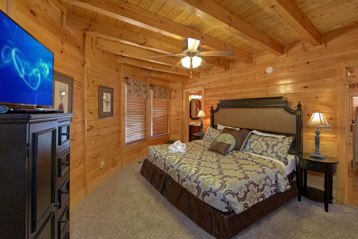 King Suite with Private Bath in 3 Bedroom Cabin - Star Gazer