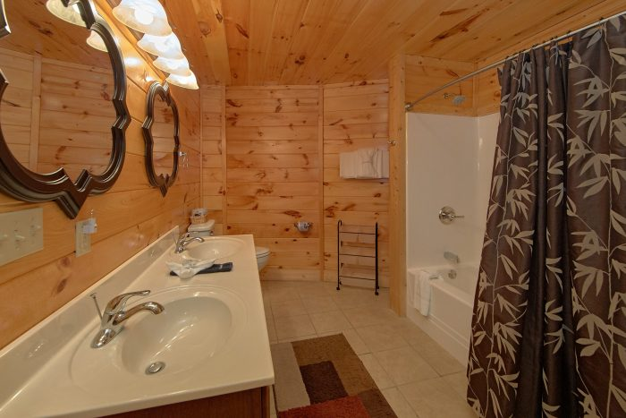 Cabin with Private Master Suite and Bathroom - Star Gazer