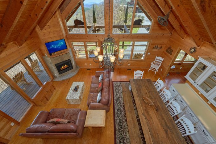 Spacious 3 Bedroom Cabin Sleeps 9 - Sugar Bear View