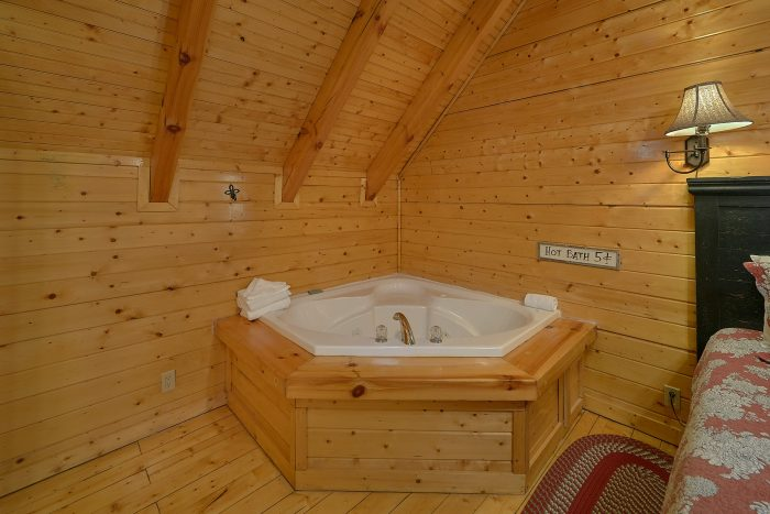 Jacuzzi in King Suite - Suite Retreat