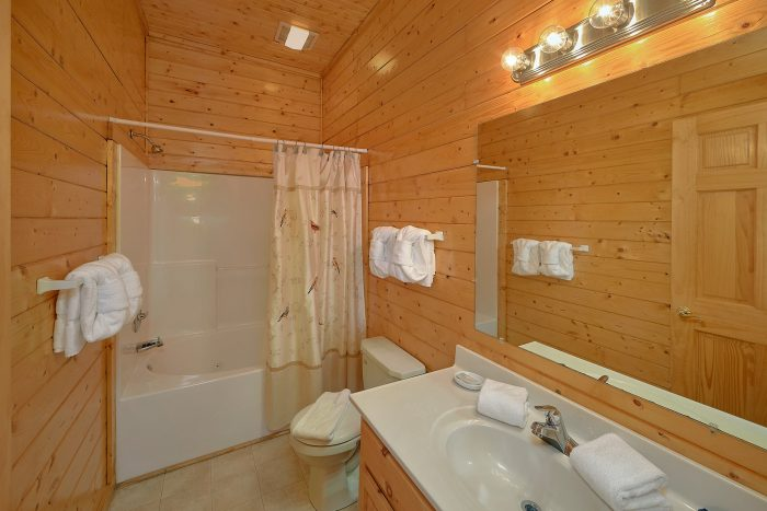 Cabin with Downstairs Den - Suite Retreat