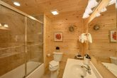 Luxurious 1 Bedroom Cabin 2 Bath Sleeps 6