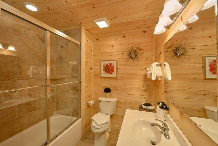 Luxurious 1 Bedroom Cabin 2 Bath Sleeps 6 - Swimming Hole