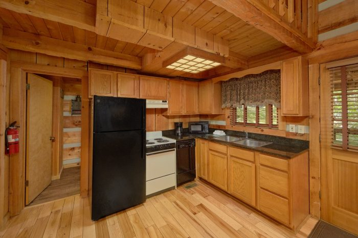 1 Bedroom Cabin with a dining room table - Turtle Dovin'